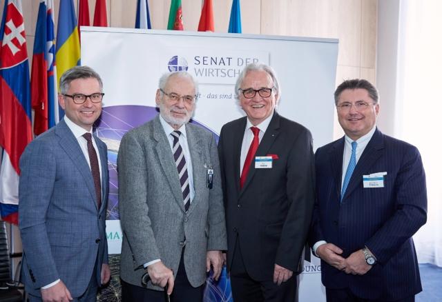 v.l.n.r.: Staatssekretär Dr. Magnus Brunner, LL.M., Dr. Erhard Busek (Präsident SDW), Hans Harrer (Vorstandsvorsitzender SDW), Ing. Karl-Heinz Strauss, MBA (Porr)