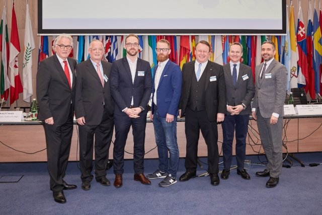 v.l.n.r.: Hans Harrer (Vorstandsvorsitzender SDW), Moderator Josef Votzi, Alexander Hotowy (Accilium GmbH), Mag. Daniel Cronin (AustrianStartups), Ing. Mag. Dr. Paul Rübig (ehem. Mitglied des EU Parlaments), Dr. Franz Schellhorn (Agenda Austria), Rechtsanwalt Dr. Kazim Yilmaz